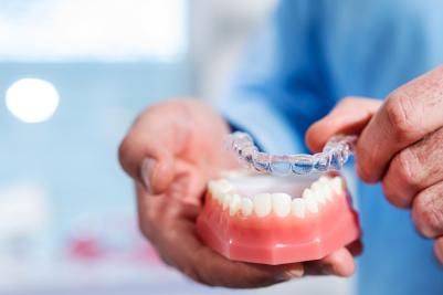 Schiene zum Bleaching für weiße Zähne